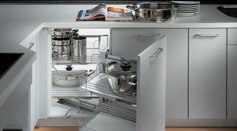 Ідеї зберігання великого посуду на кухні 5