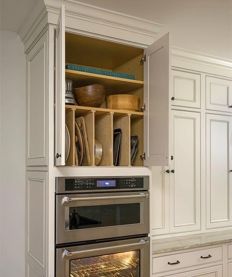 Ідеї зберігання великого посуду на кухні 7
