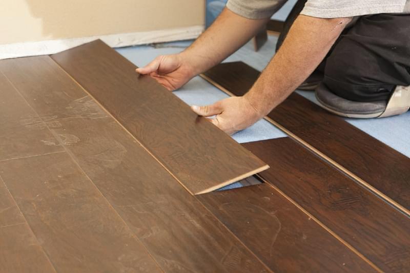 Щілини в ламінаті на підлозі: чим і як прибрати після укладання 2