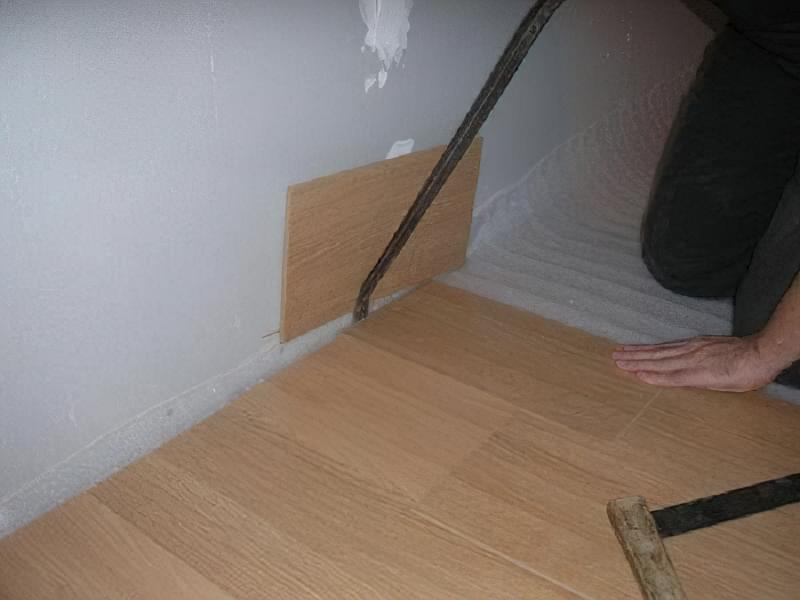 Щілини в ламінаті на підлозі: чим і як прибрати після укладання 5