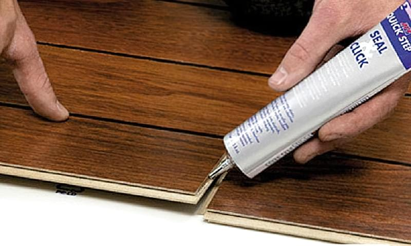 Щілини в ламінаті на підлозі: чим і як прибрати після укладання 6