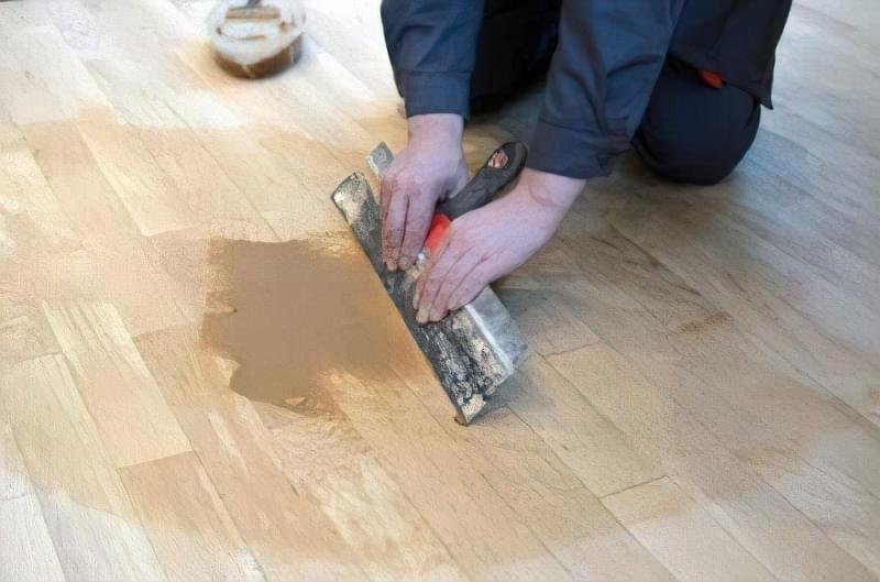 Щілини в ламінаті на підлозі: чим і як прибрати після укладання 9