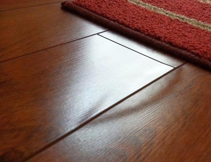 Щілини в ламінаті на підлозі: чим і як прибрати після укладання 1
