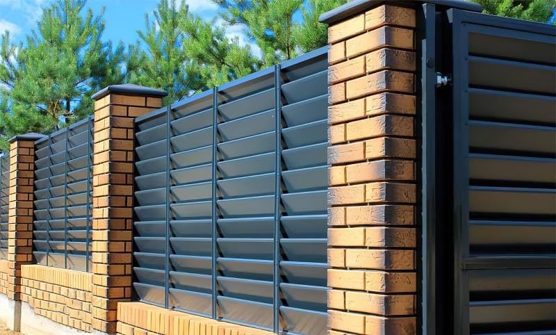Сучасні варіанти парканів: єврожалюзі, металевий паркан, алюмінієві панелі 2