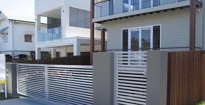 Сучасні варіанти парканів: єврожалюзі, металевий паркан, алюмінієві панелі 3