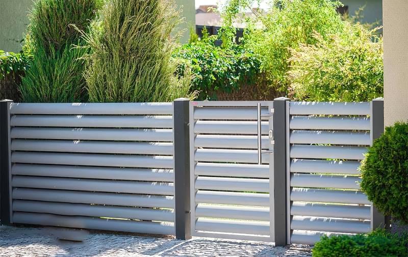 Сучасні варіанти парканів: єврожалюзі, металевий паркан, алюмінієві панелі 4