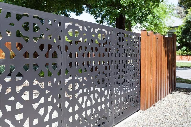 Сучасні варіанти парканів: єврожалюзі, металевий паркан, алюмінієві панелі 1
