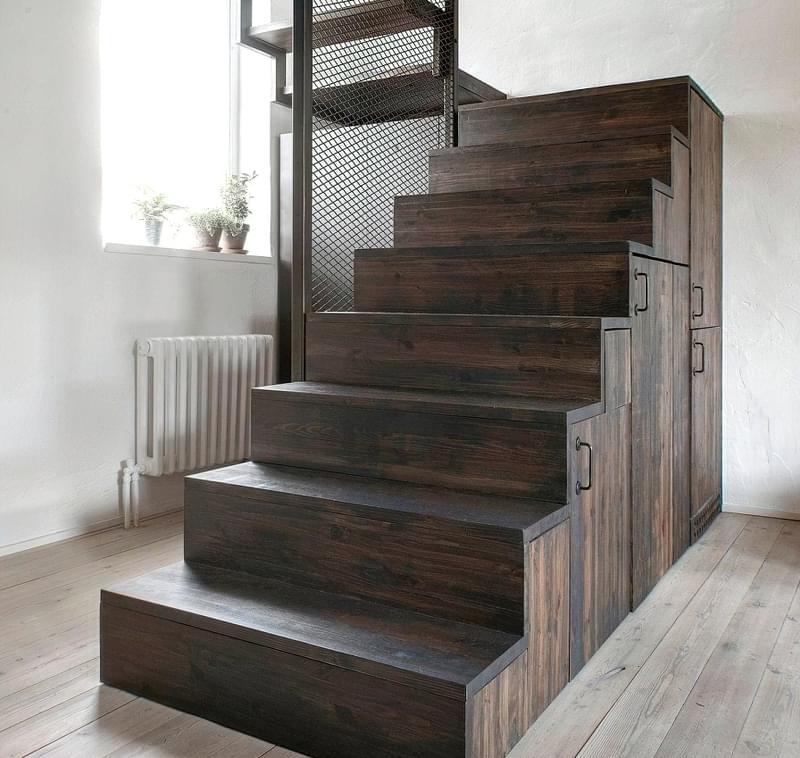 Ідеї облаштування місць зберігання під сходами 11
