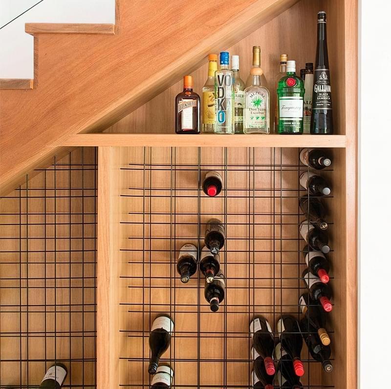 Ідеї облаштування місць зберігання під сходами 13