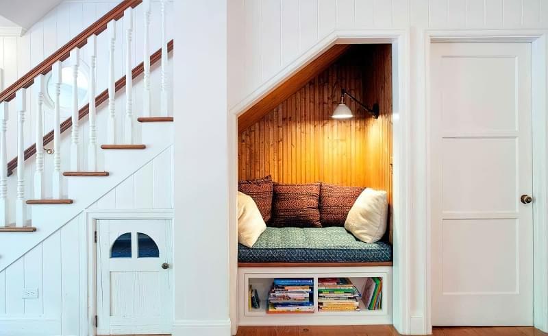 Ідеї облаштування місць зберігання під сходами 6