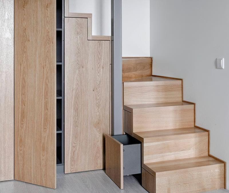 Ідеї облаштування місць зберігання під сходами 9