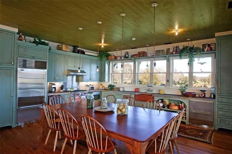 Кухонний стіл чи острів: що краще вибрати 5