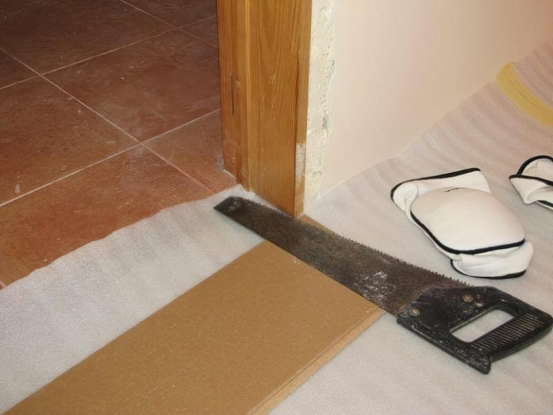 Оздоблення дверного отвору ламінатом: як покласти підлогу на стику 1