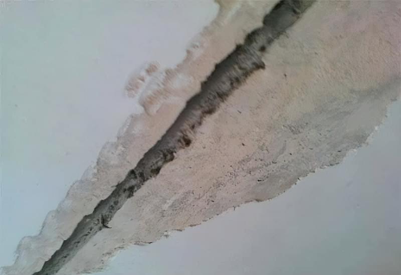 Як легко прибрати тріщини на стелі 3