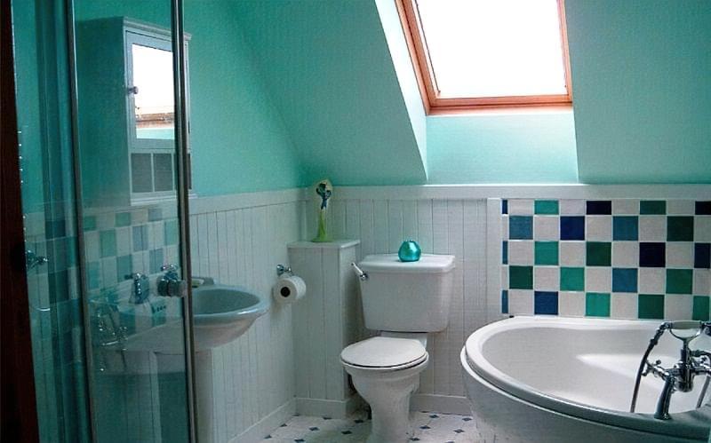 Варіанти оформлення стелі у ванній кімнаті 8