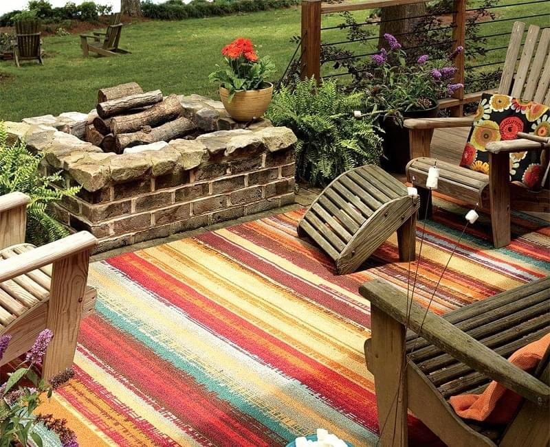 Патіо і тераси з килимом: фотопідбірка 13