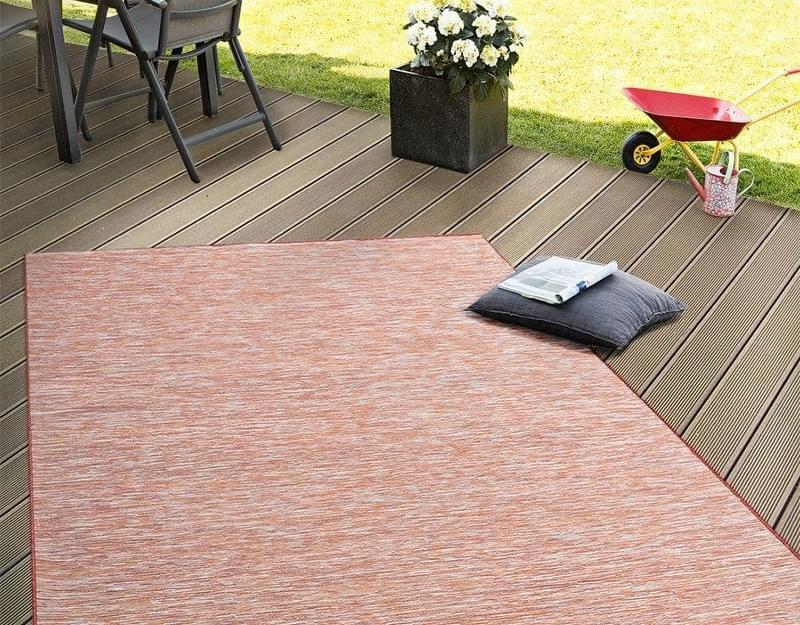 Патіо і тераси з килимом: фотопідбірка 10