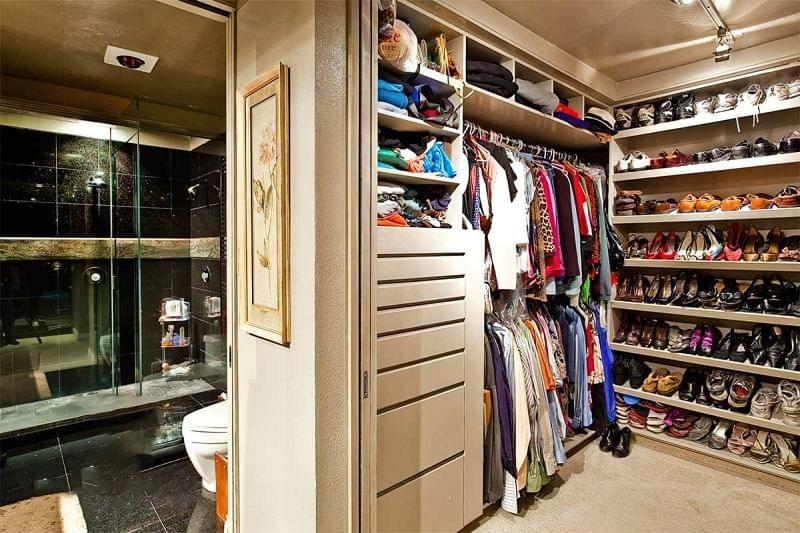 Варіанти розташування гардеробної кімнати в приватному будинку 6