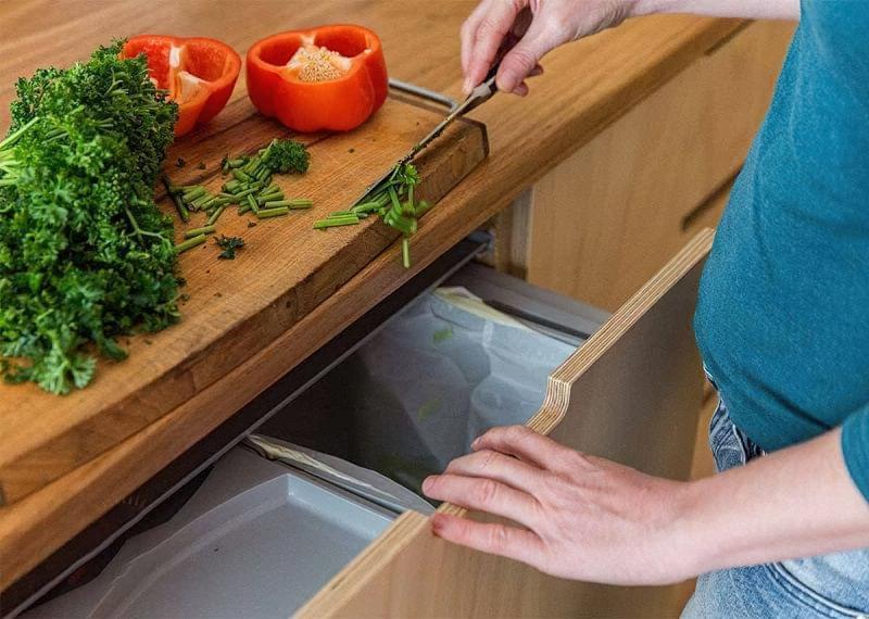 Висувні шафи для сміттєвих баків на кухні 3