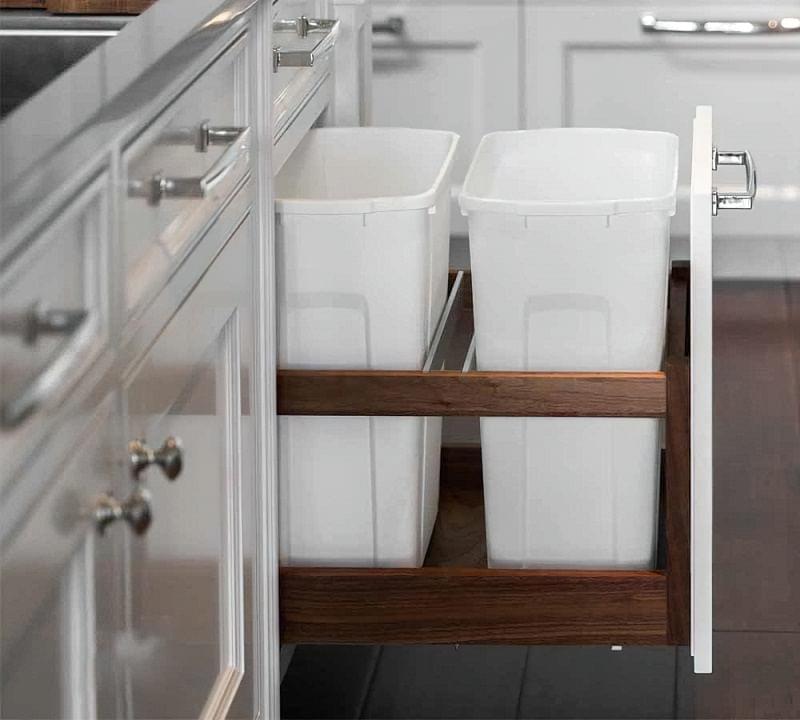 Висувні шафи для сміттєвих баків на кухні 4