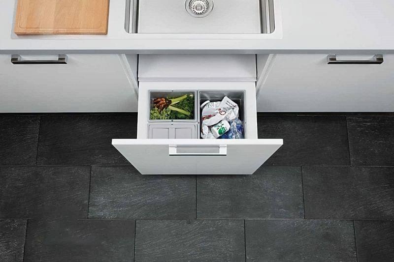 Висувні шафи для сміттєвих баків на кухні 6