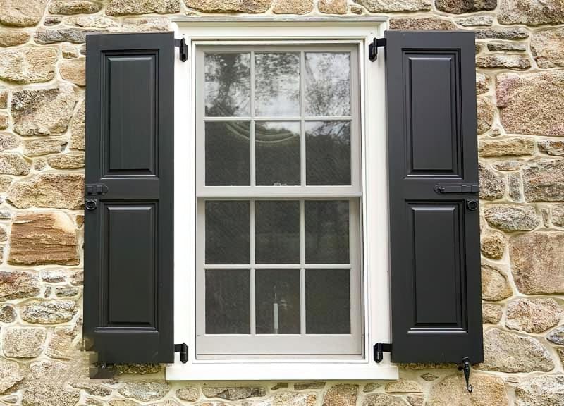 П'ять причин встановити на вікна віконниці 2