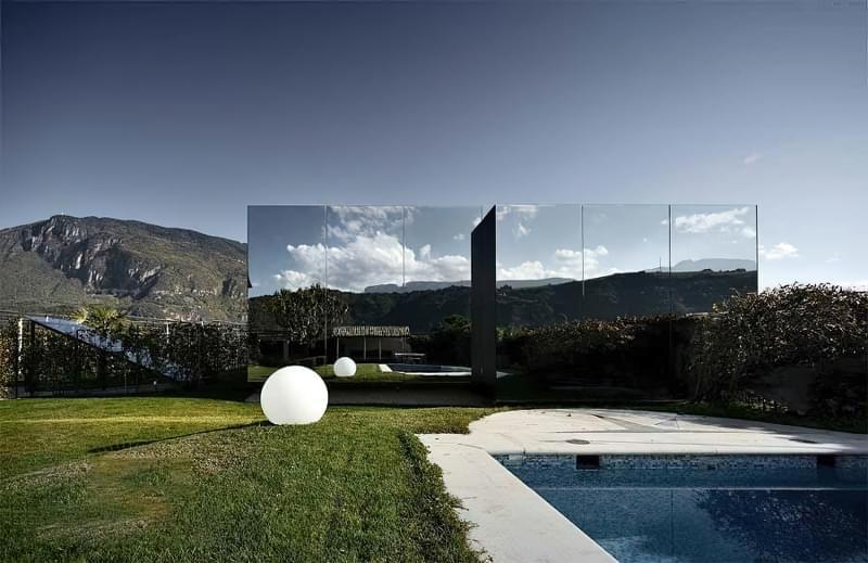 Будинки дзеркальними фасадами: фотопідбірка 1
