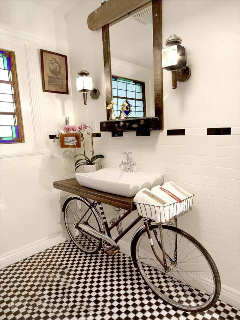 Саморобні підставки і тумби під раковину у ванній 2