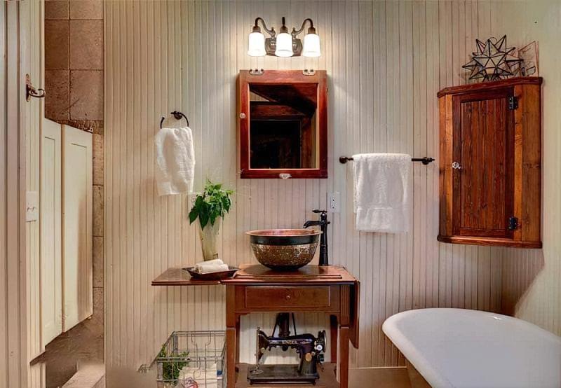Саморобні підставки і тумби під раковину у ванній 5