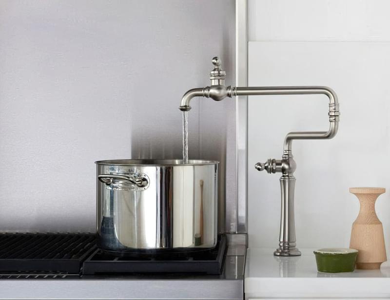 Наливні крани над плитою: користь і особливості 4