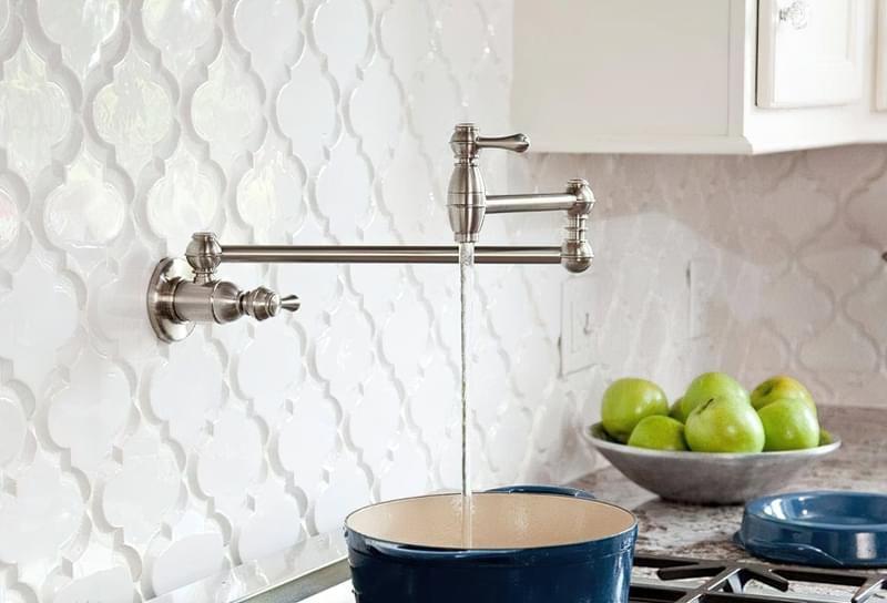 Наливні крани над плитою: користь і особливості 1