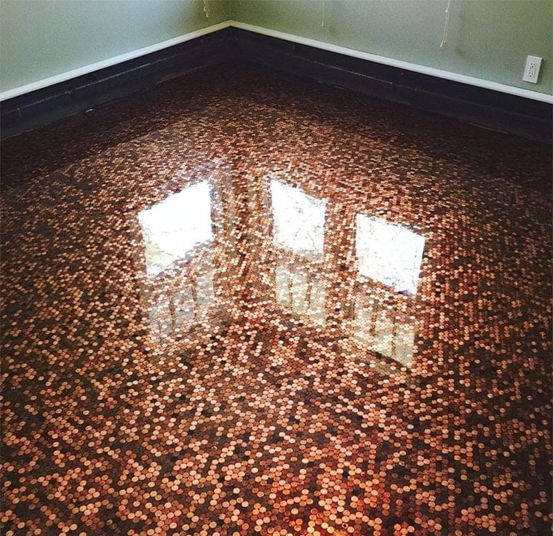 Підлога з монет і епоксидної смоли: фотопідбірка 8