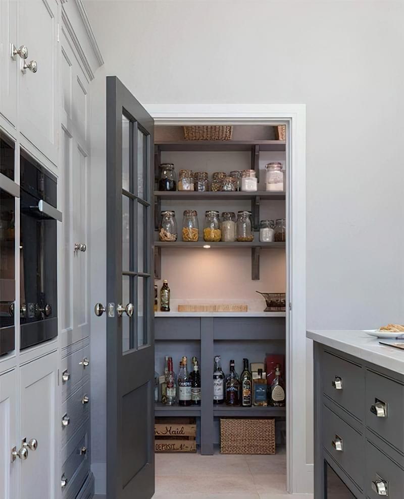Плюси і мінуси окремої комори на кухні 2