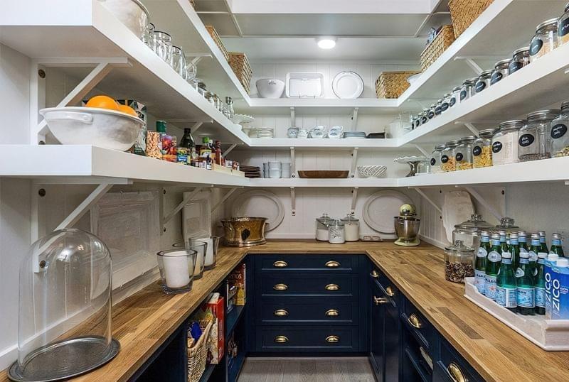 Плюси і мінуси окремої комори на кухні 4