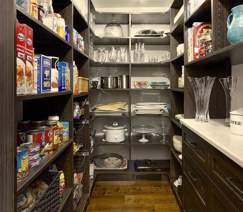 Плюси і мінуси окремої комори на кухні 6