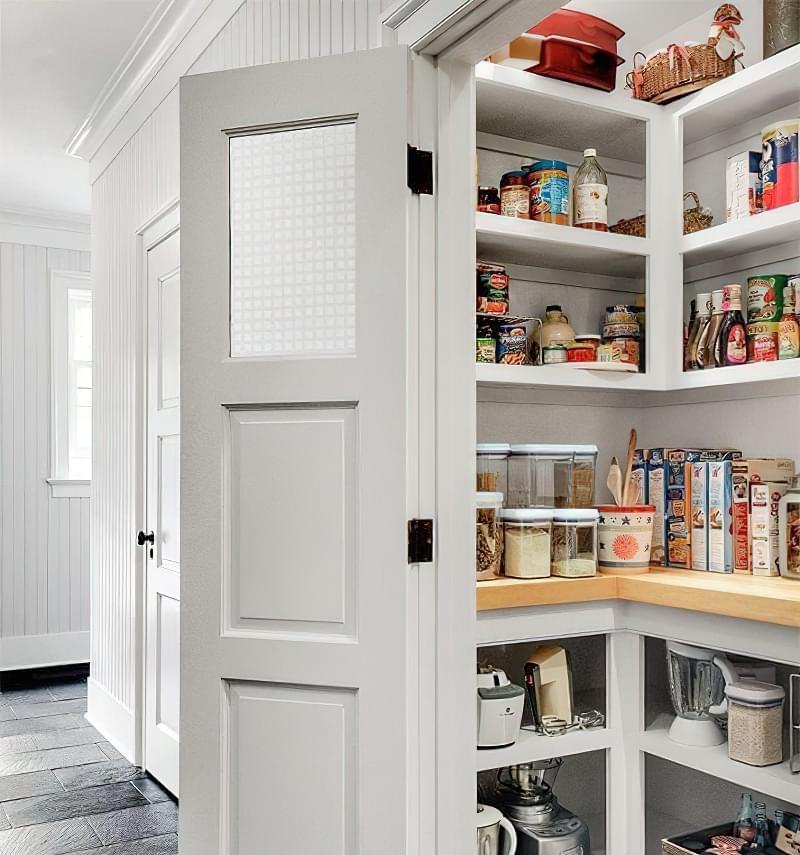 Плюси і мінуси окремої комори на кухні 7