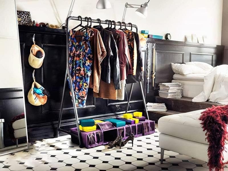 Вішалка замість шафи і гардеробної: приклади 2