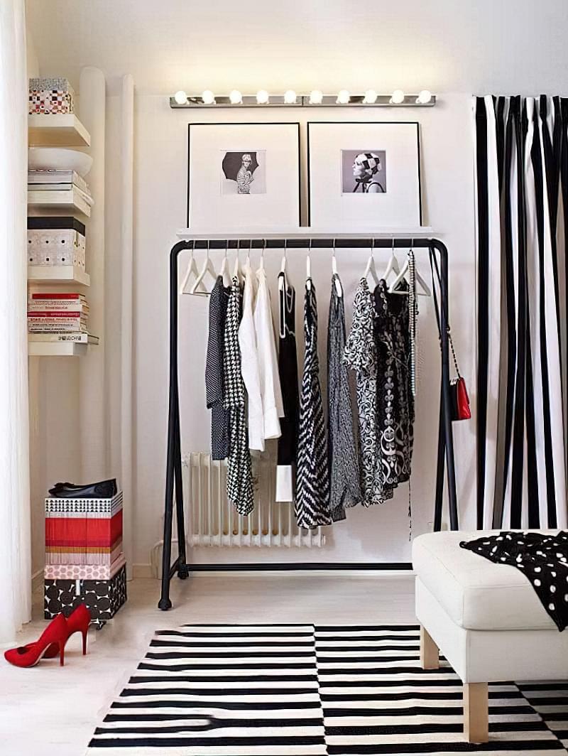 Вішалка замість шафи і гардеробної: приклади 3
