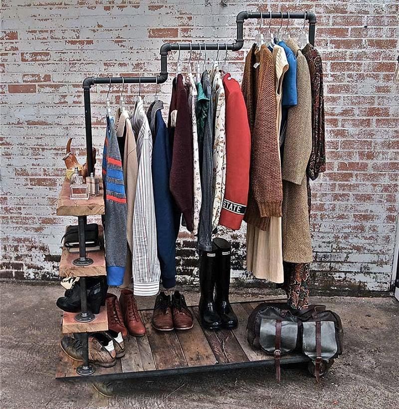 Вішалка замість шафи і гардеробної: приклади 6