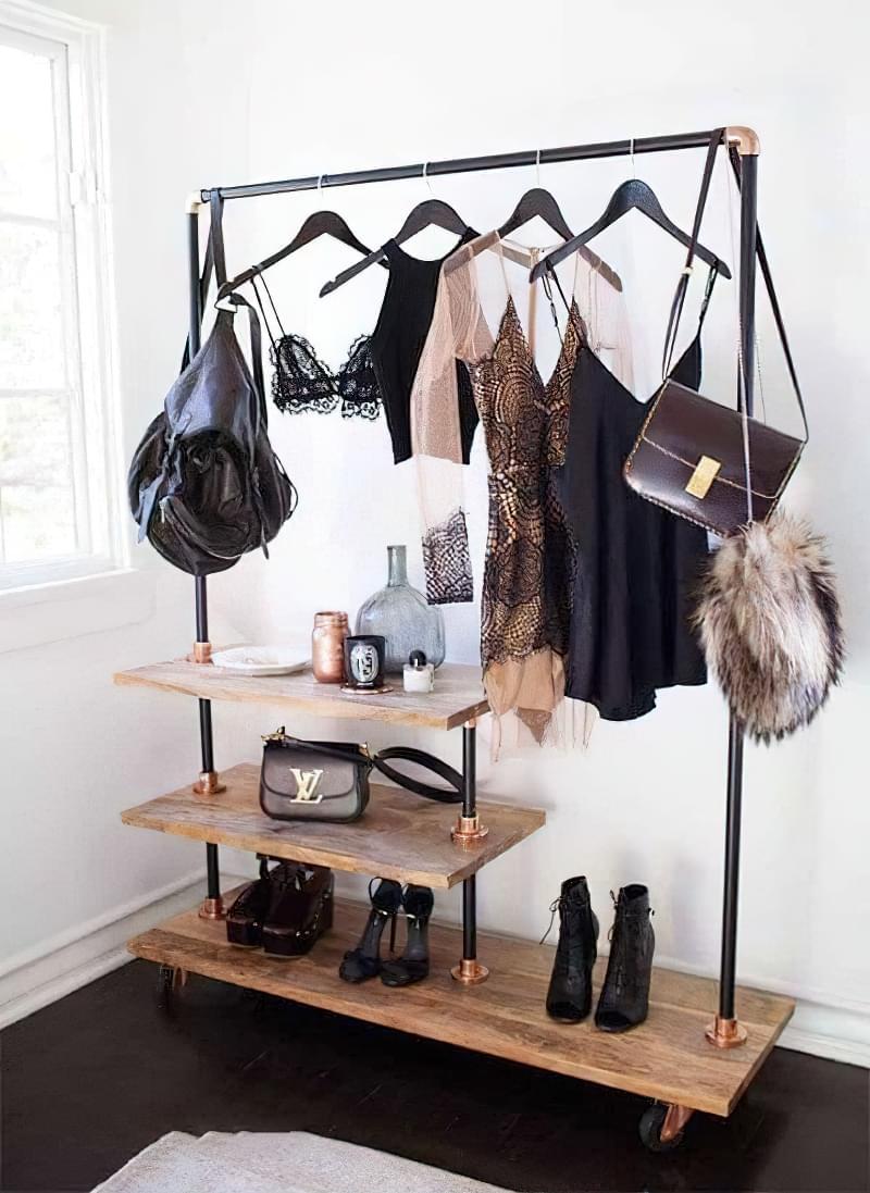 Вішалка замість шафи і гардеробної: приклади 8