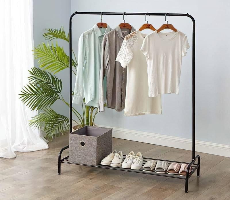 Вішалка замість шафи і гардеробної: приклади 1