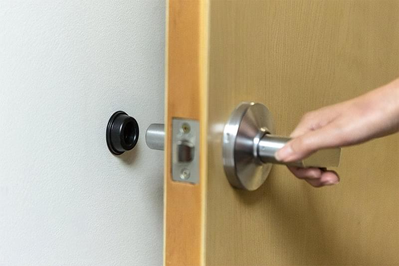 Дверні фіксатори: навіщо потрібні, різновиди, приклади 7