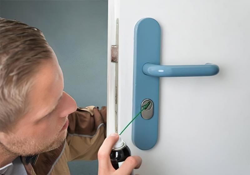Правила експлуатації та змащування дверних замків 1